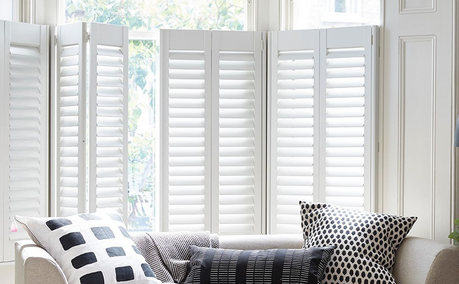 cafe-shutters-in-living-room