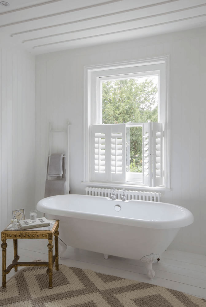 cafe-style-shutters-bathroom